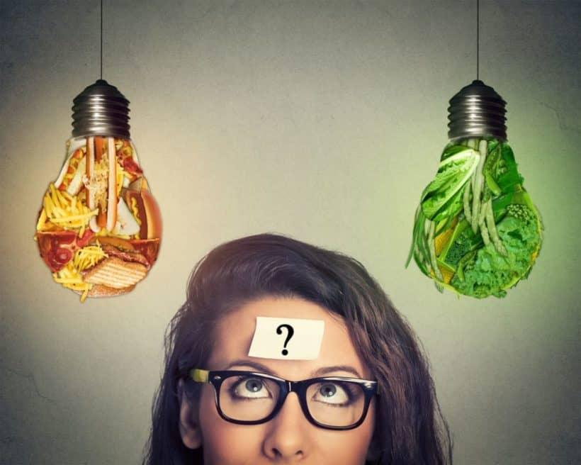 Junk Food oder Gemüse, ist die vegane Ernährung die natürlichste Ernährung des Menschen