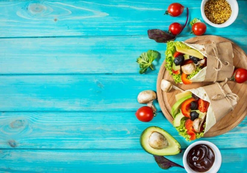 gesunde vegane Ernaehrung mit Gemuese und gesunden Fetten